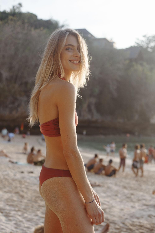 1018 bikini girls