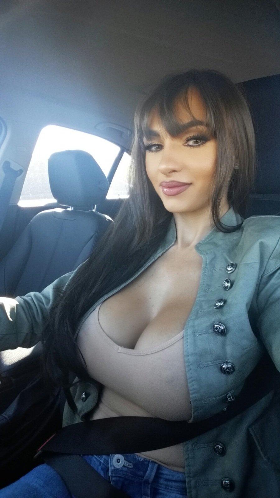 1035 big boobs girls
