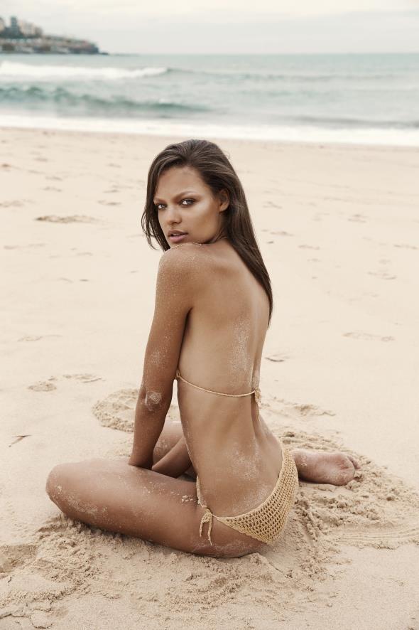 1044 bikini girls