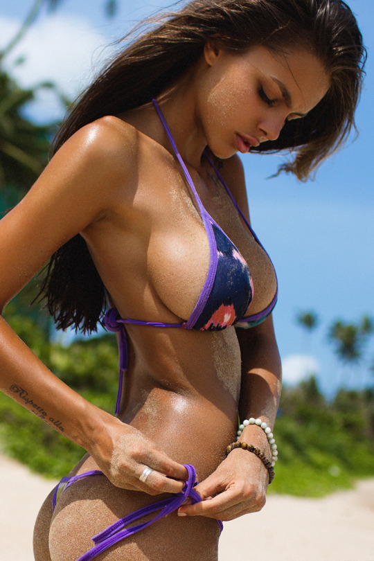 1120 bikini girls