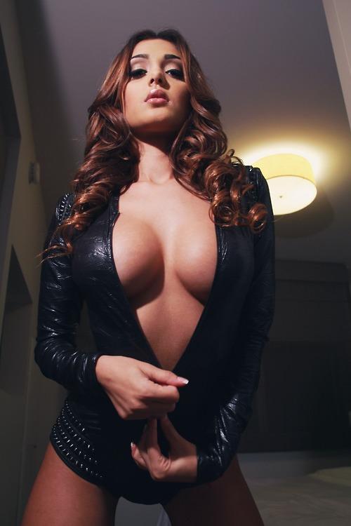 1130 big boobs girls