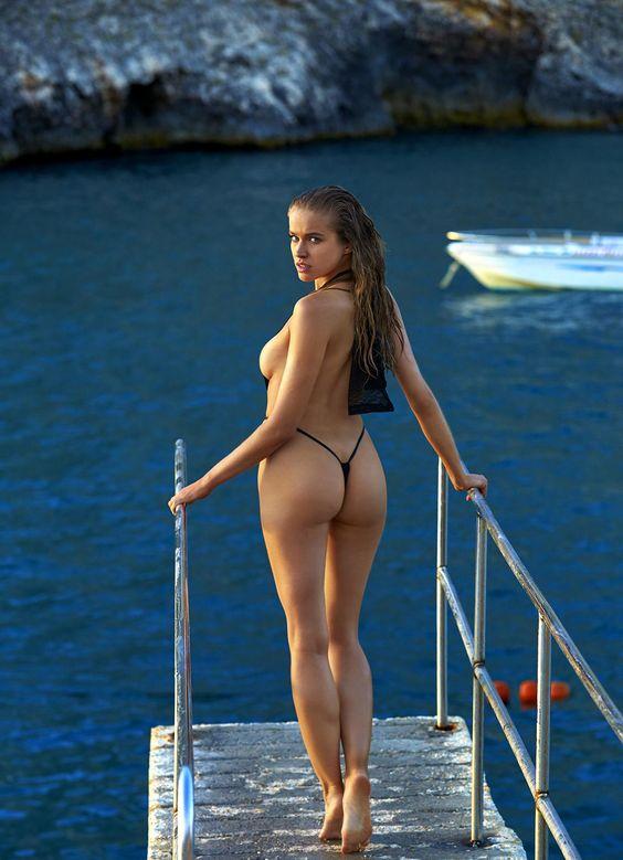 1587 bikini girls