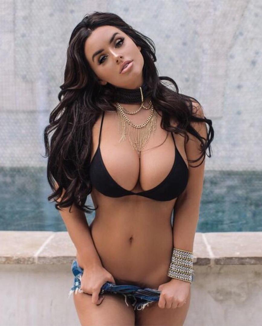1721 big boobs girls